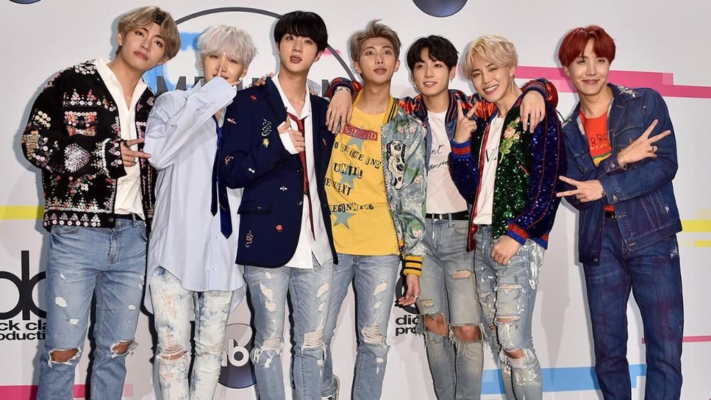.@BTS_twt, @kelly_clarkson and more will perform at the Hollywood Party on @NYRE!  https://t.co/lk02wHxHhC