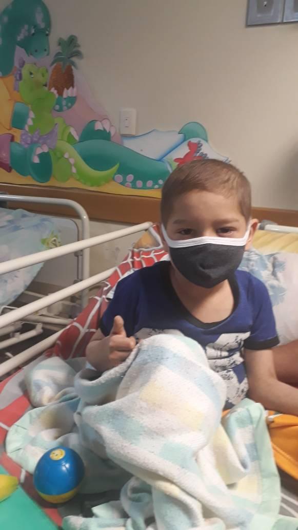 #ServicioPúblico Se solicita URGENTE para niño de bajos recursos. se encuentra en  emergencia en el Hospital J.M de los Rios . Etopocido 4 ampollas. 04125366096