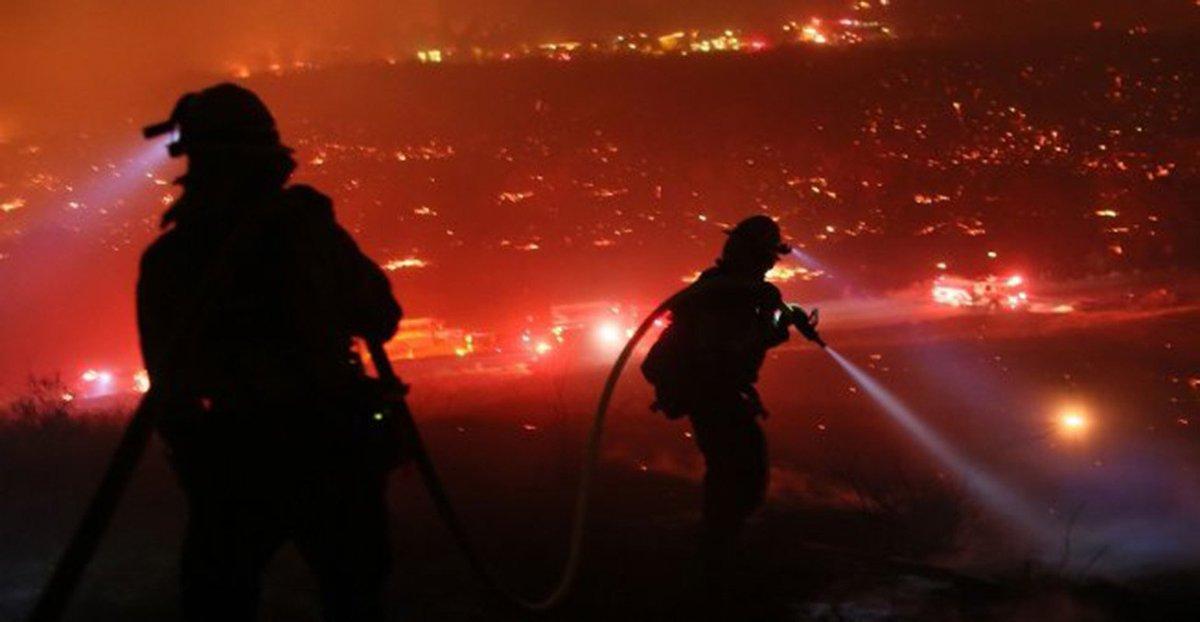 Más de 6.000 bomberos combaten feroz incendio en California.  Detalles aquí ► https://t.co/EIHTbU236O