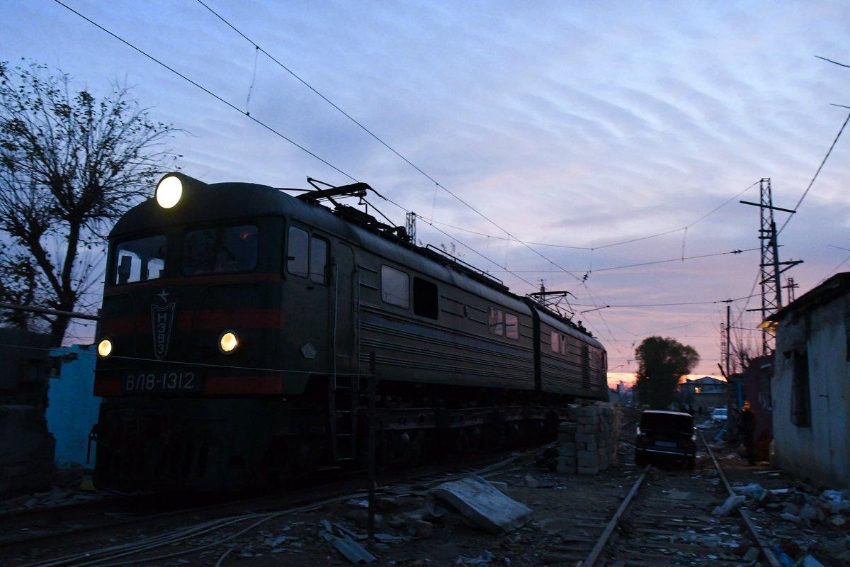 瓦礫を掻き分け、悪臭を振り払い…この種の撮影環境は初めてだが、ソ連各地の鉄道用地にスラムが誕生していたそうだ。
