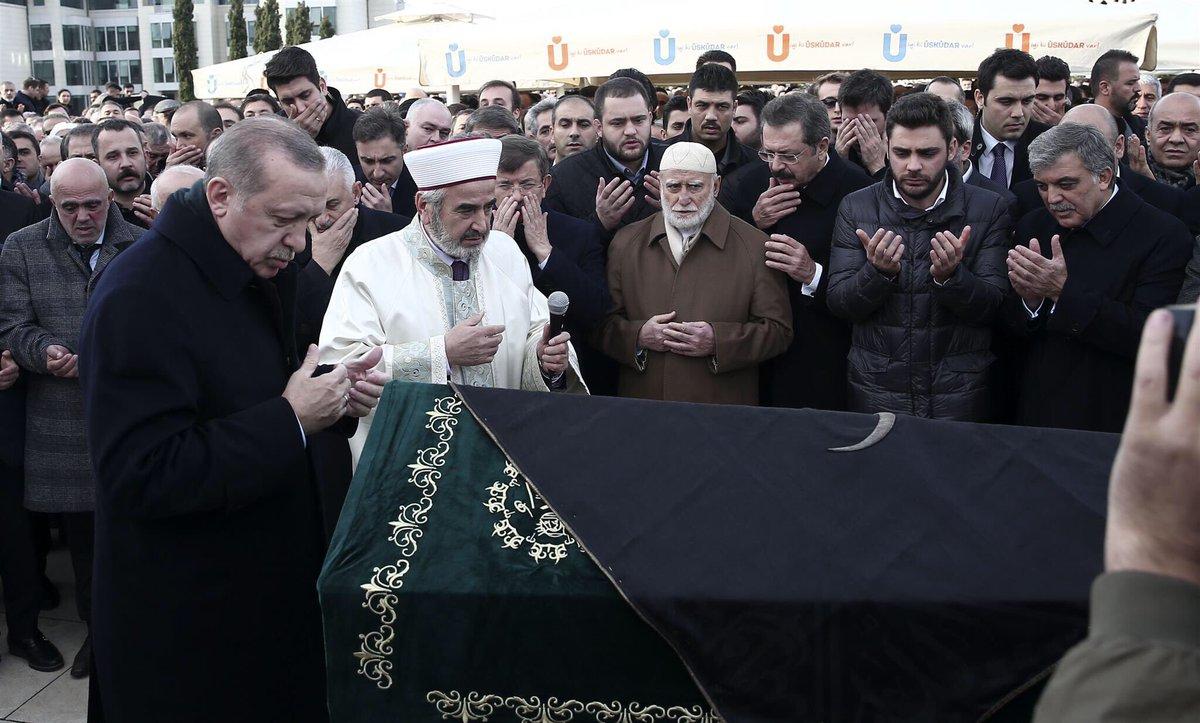 Cumhurbaşkanımız Recep Tayyip Erdoğan, İTO Başkanı İbrahim Çağlar'ın cenaze namazına katıldı. https://t.co/sp8UIa0UmE