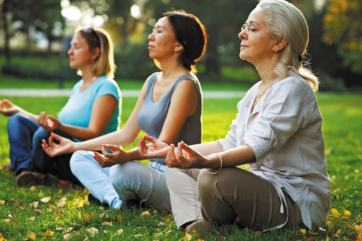 New review says #meditation may help lower #heart disease risk, the added bonus? It&#39;s low-cost and poses no apparent risk.  http:// bit.ly/2B9xIgE  &nbsp;   #HarvardHealth<br>http://pic.twitter.com/eQ6RX1QgNz
