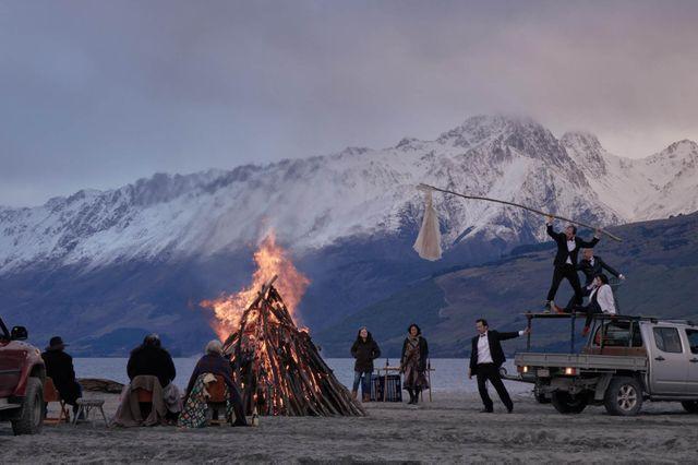 Pourquoi il faut regarder les saisons 2 de #TopoftheLake  et #TheCrown   http:// bit.ly/series-top     cc @Romain_Nigita pic.twitter.com/2hhongJEpu