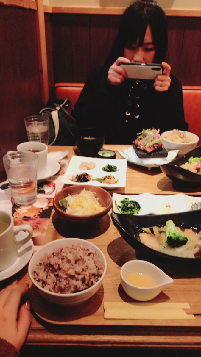仕事終わりに梅田でご飯〜🍴  中川さん年内見納めでした笑 短時間で話まくったあざした!  顔ブサすぎ自分。笑