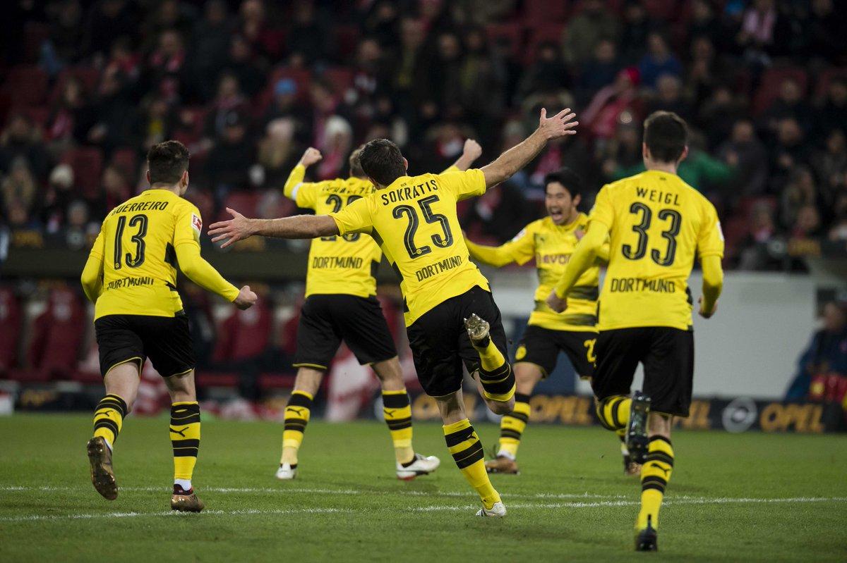 Peter Stöger debuta con victoria al frente del Dortmund (0-2)