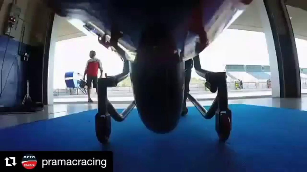 E' dura la vita se sei la gomma anteriore di una @MotoGP! 😓🏍💪 #Regram @pramacracing #SkyMotori