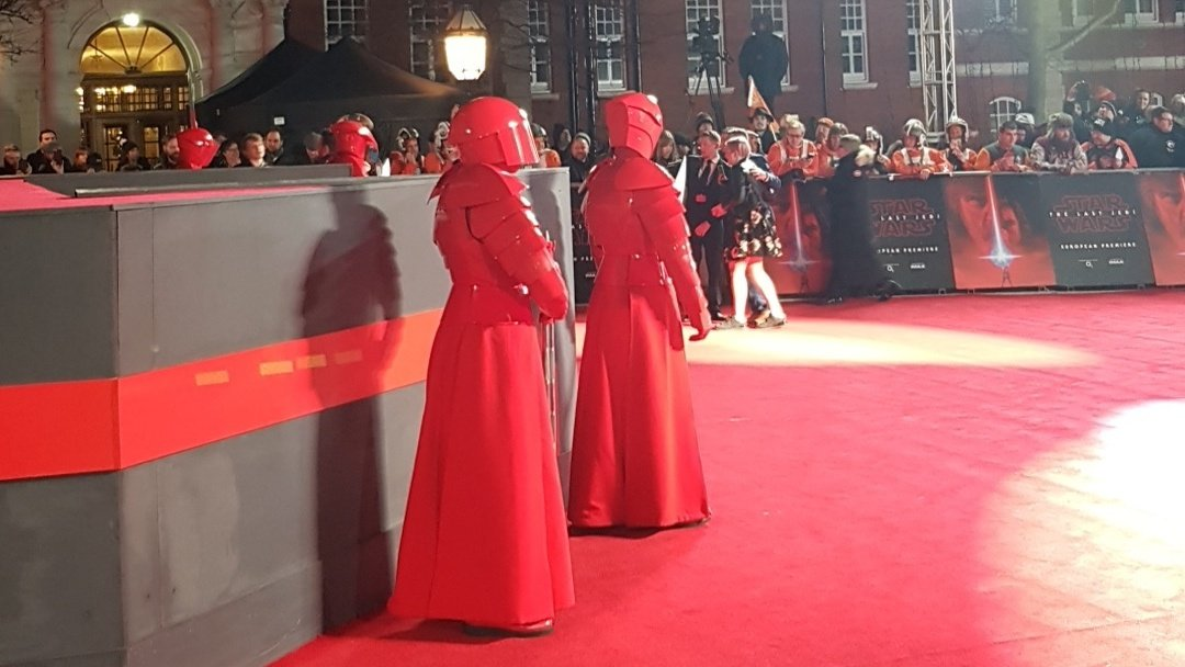 Check out Snoke's guards at the #StarWars #TheLastJedi premiere! (Spot the red Dr Martin's).