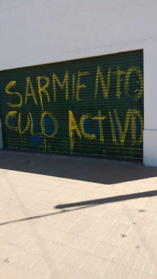 RT @GiulianocARc: Las paredes de Rosario dicen.. https://t.co/0K65M16EBN