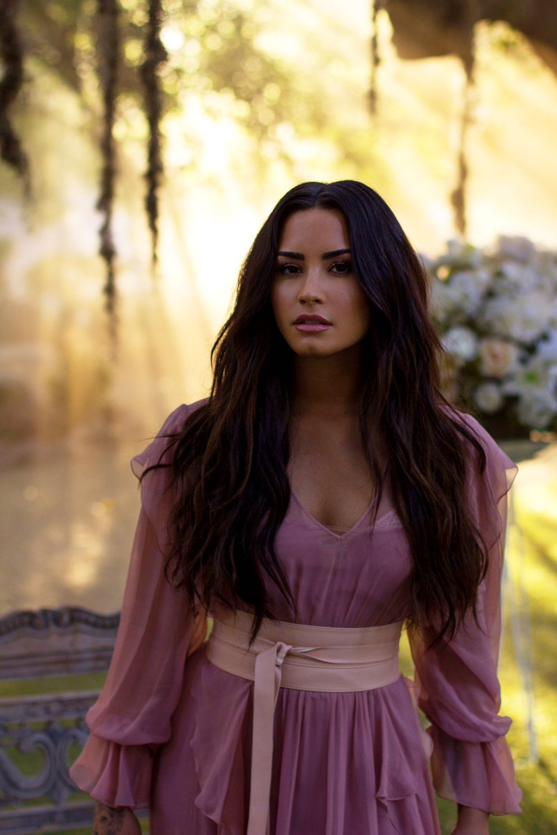 Demi Lovato shared a stunning new pictur...