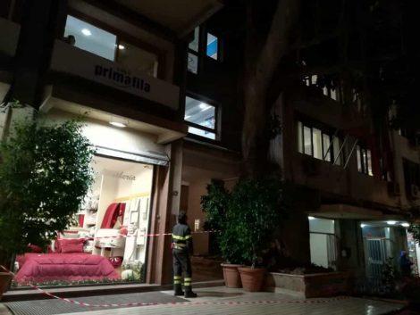 Forte vento a Palermo, cadono i rami dall'albero Falcone: interventi dei vigili del fuoco - https://t.co/QI7NtMRddP #blogsicilianotizie