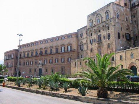 Insediamento all'Ars, passeggiata deputati grillini con cittadini fino a Palazzo dei Normanni - https://t.co/F3PiyO9z8i #blogsicilianotizie