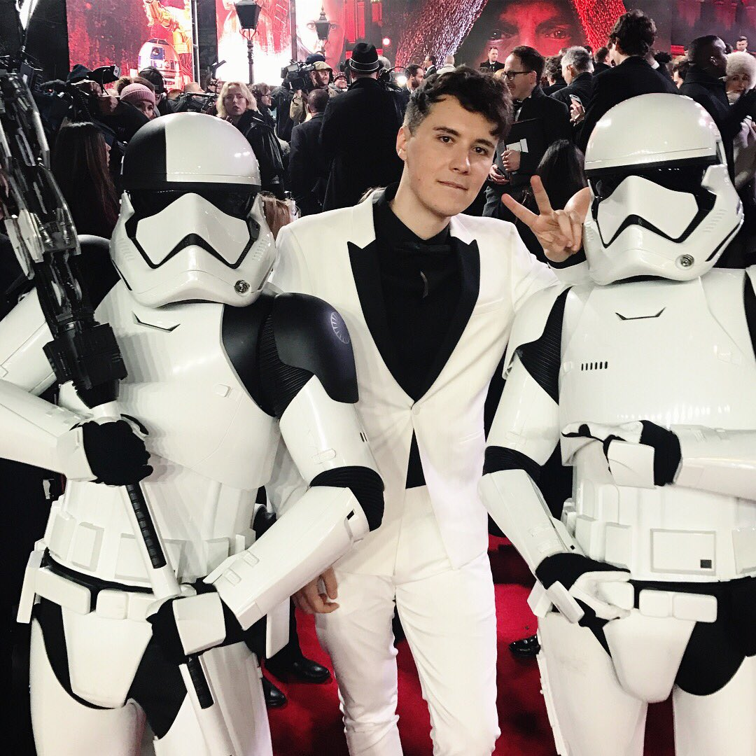 RT @danielhowell: when you and and the lads all coordinate #stormtroopersquadgoals #StarWarsTheLastJedi https://t.co/s7heJcYlVI