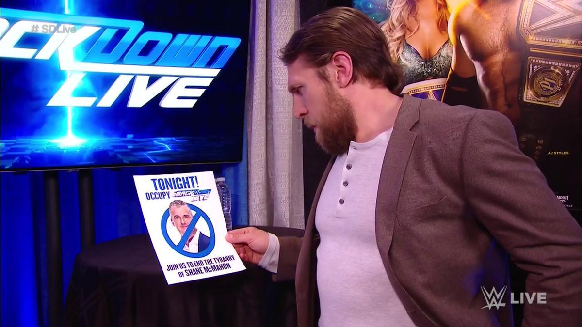 What must @WWEDanielBryan be thinking right now? #SDLive <br>http://pic.twitter.com/8S1R6kCSn6