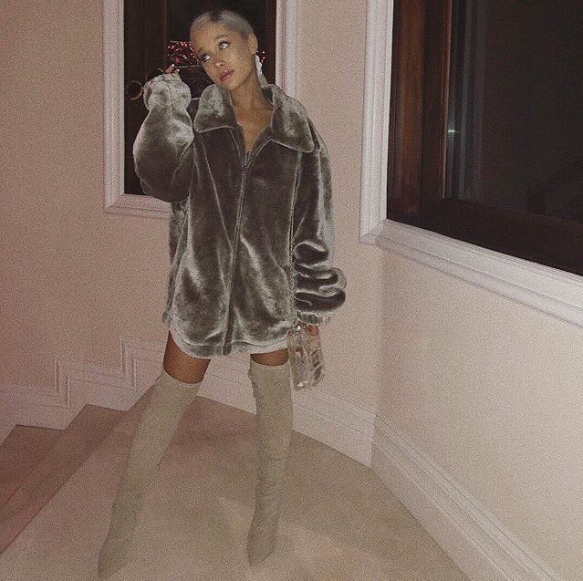 Ariana Grande looks gorgeous in this new...