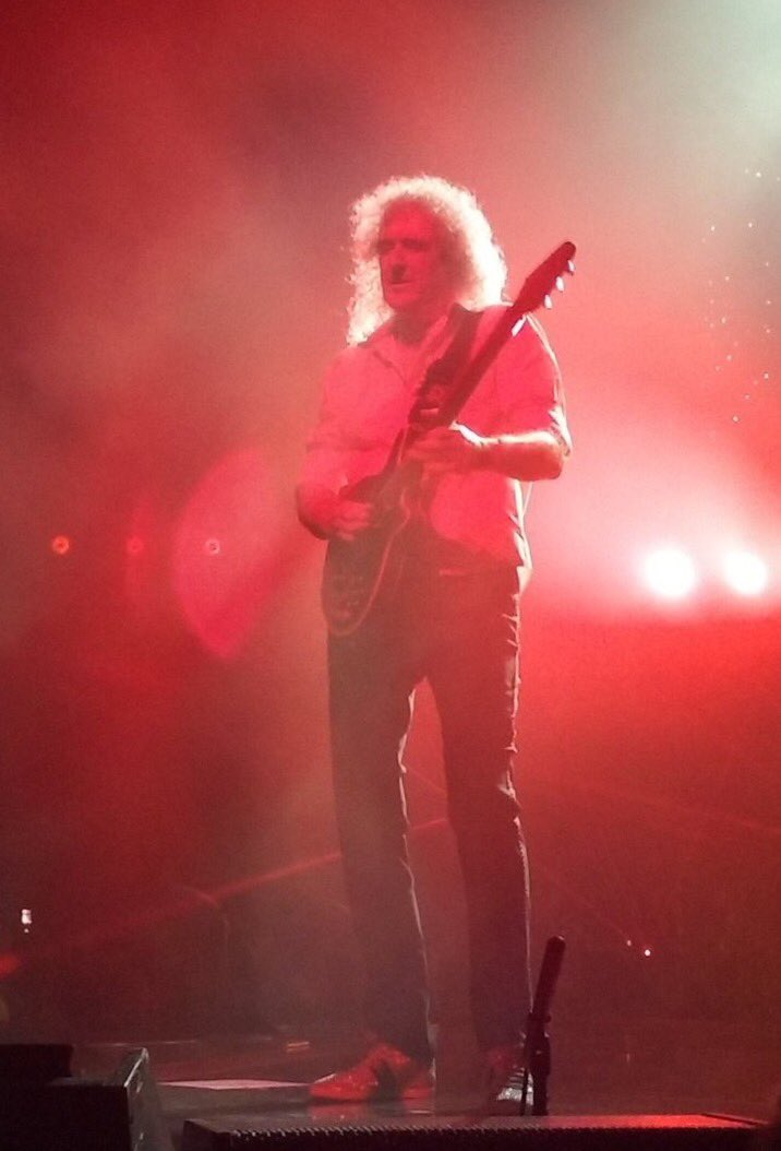Not a good pic but it makes me realize I was able to be there enjoying magnificent #QALTour and brilliant @DrBrianMay riffs and solo. Unforgettable show #QALSheffield  <br>http://pic.twitter.com/PlQUFQSWAR