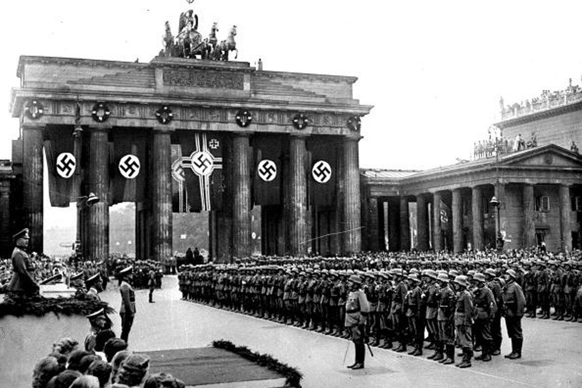 Germanys Brandenburg Gate in 1939 vs. 2017. Happy Hanukkah!