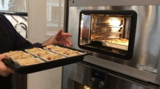 watch executive chef kurt von kahle implement the seamless design of the 400 series oven combination steam oven and the induction cooktop