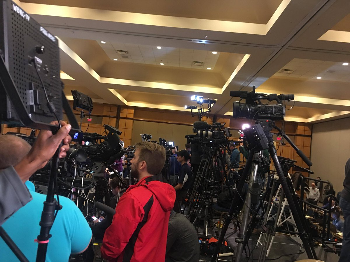 The doors don't open until 7 p.m. at @GDouglasJones' watch party, but the media section is full with both local and national press. #ALSEN
