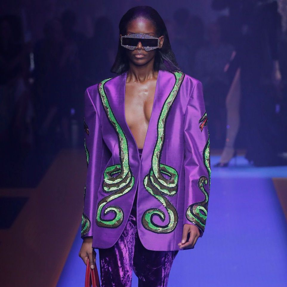 "Pantone announced the Colour of 2018: Ultra Violet. ""Inventive and imaginative, Ultra Violet lights the way to what is yet to come"" #purple #coloroftheyear #SS18 #runway #gucci #fashion #fashiontrend https://t.co/41NE7SehGf"