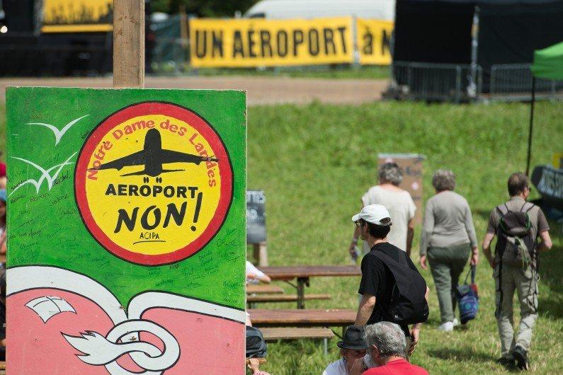 #NDDL : quel est l'avenir de l'aéroport ? Chronique de @VenturaAlba à 7h15 dans #RTLMatin > https://t.co/r32D2Mz0mj