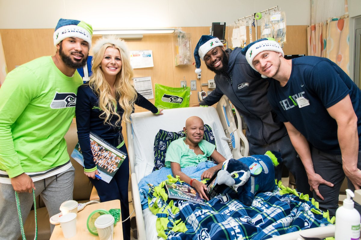 When over 20 @Seahawks and @TheSeaGals unite to spread holiday cheer to #twelfies at Seattle Children's, you know it is going to be epic. Thank you for helping make the holiday season merry and bright for our patients and families today. https://t.co/h5cj7DVQ0S #GoHawks