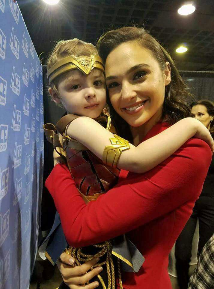 Can't help falling in love with you... #GalGadot #AceComicCon @GalGadot