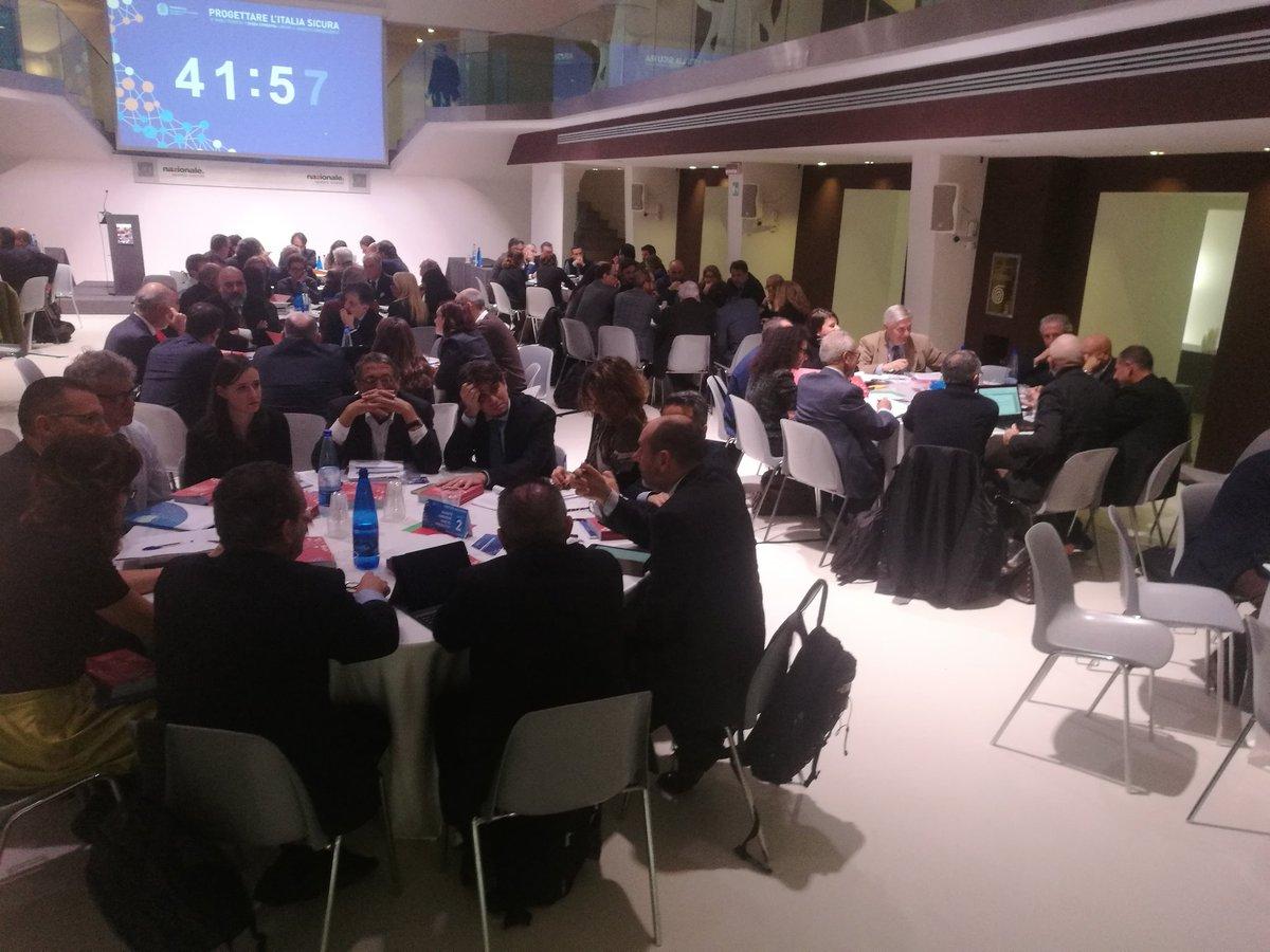 RT @matteoparlato: Al lavoro per progettare l'Italia sicura https://t.co/hAnhM45GgP Via @ErasmoDAngelis