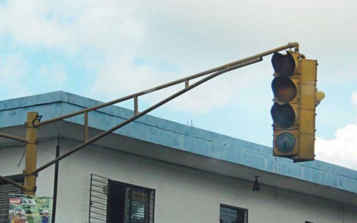 Semáforos dañados aumentan el riesgo de...