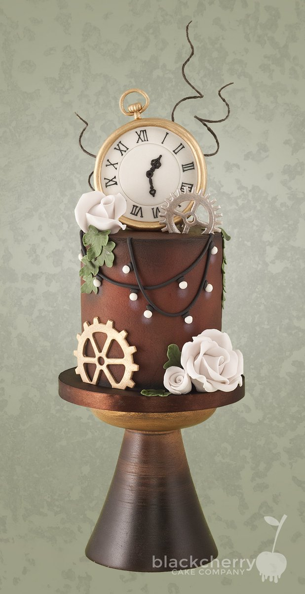 #Steampunk Awesome of the Day: Brown Hat and Giant Clock with Cogs Pièce Montée #Wedding #Cake via @cherrycakeco #SamaCake