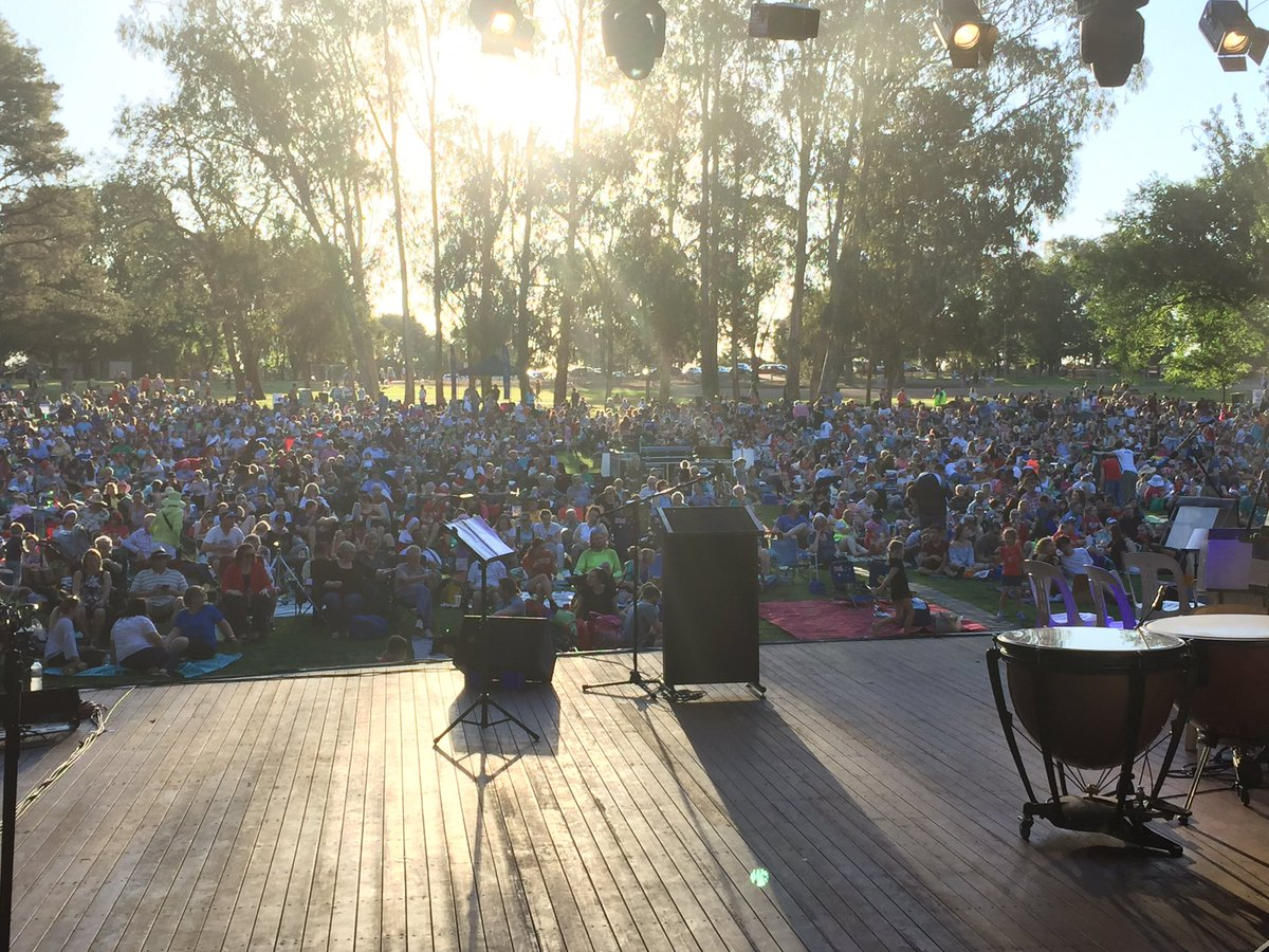 Big crowd already for Carols by Candleligut in Canberra https://t.co/p6paecqEZQ