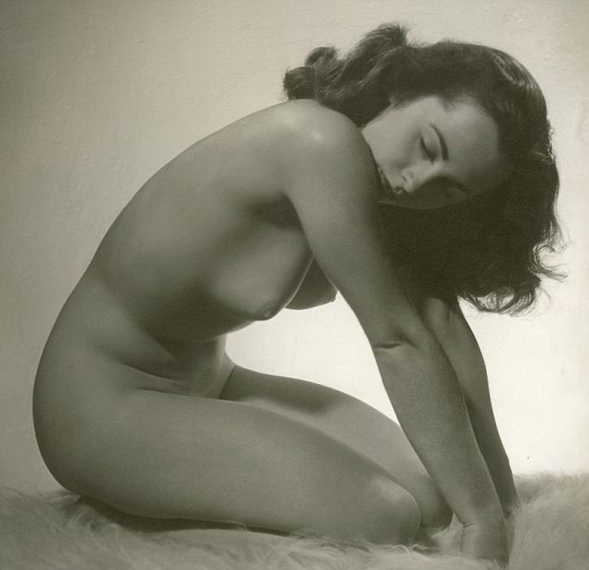 elizabeth-taylor-on-nude
