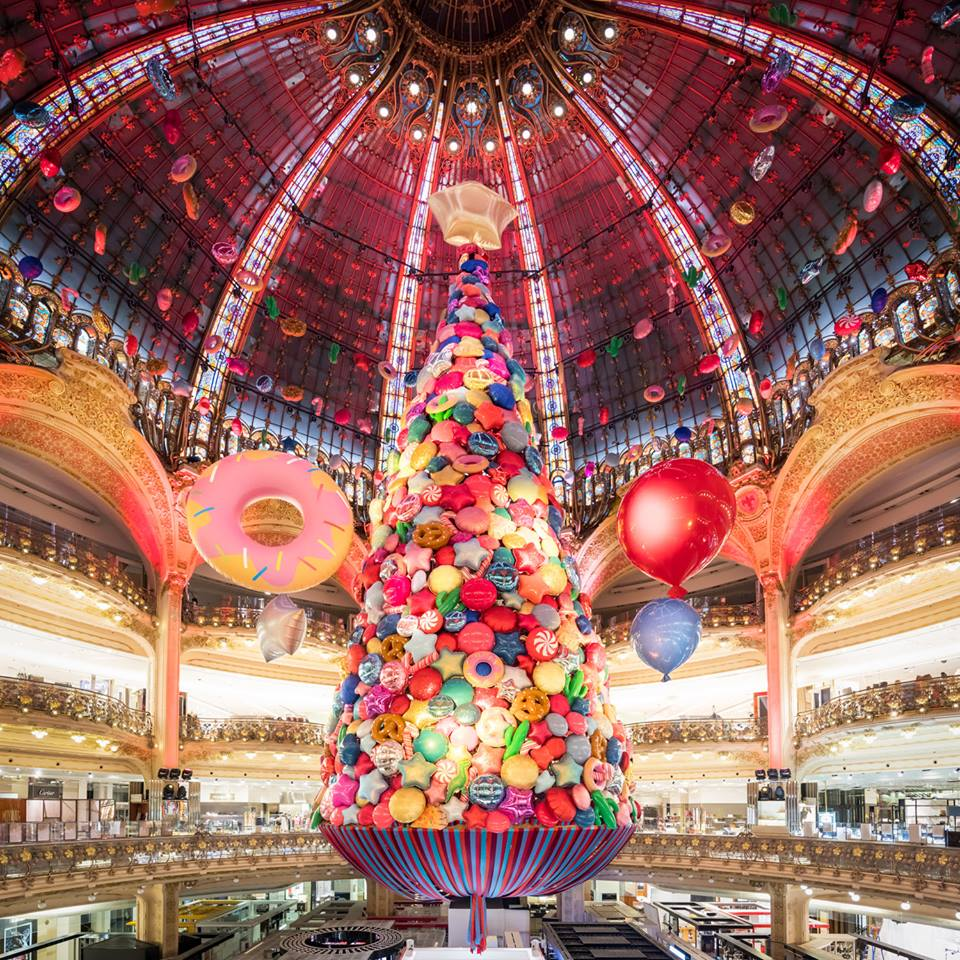 No where does Christmas decor quite like #GalariesLafayette! Use your Paris Pass to enjoy a free gift and 10% discount on shopping! https://t.co/oLFBKjaTBH https://t.co/mgcseR8aBL