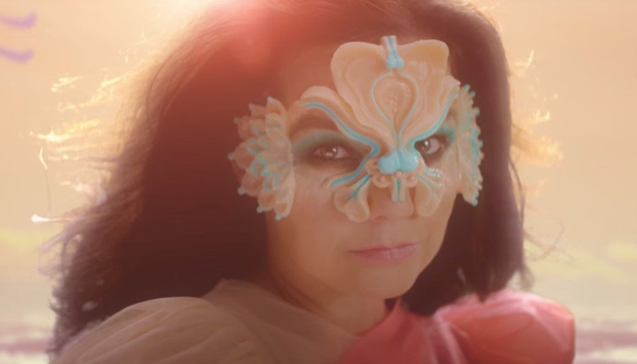 Glimpse behind-the-scenes of Björk's stunning music video for 'The Gate': https://t.co/kIOjdAW3DP  @bjork
