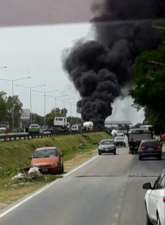 URGENTE   Explotó un camión con gas buta...