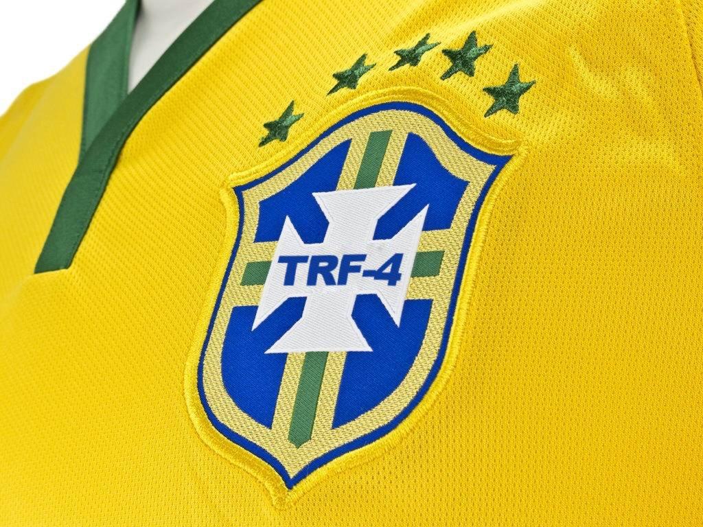 [The piauí Herald] CBF prepara camisa comemorativa para julgamento de Lula.  No novo desenho, a sigla CBF dá lugar ao termo TRF-4 e as cinco estrelas do pentacampeonato serão reduzidas a duas, marcando as condenações de Lula. https://t.co/Xdr6XaO32l