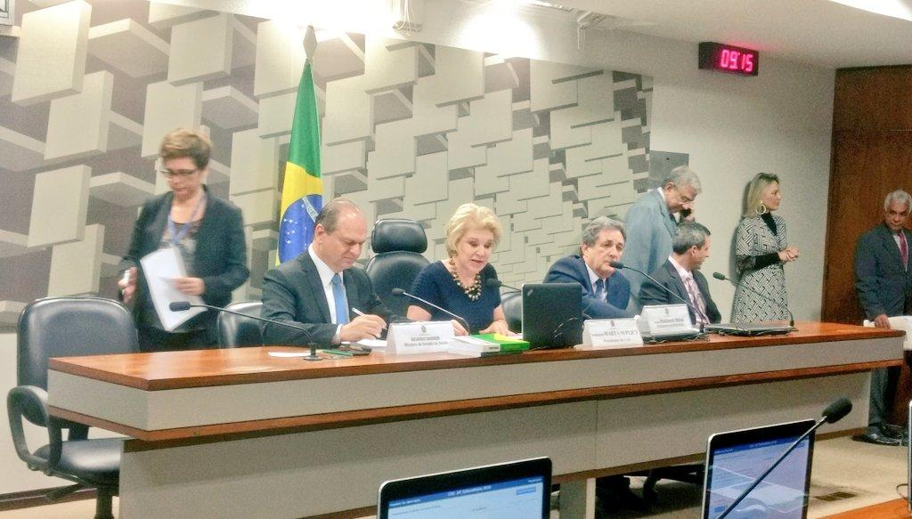 Começou a audiência pública para discussão de #DoençasRaras https://t.co/Myj
