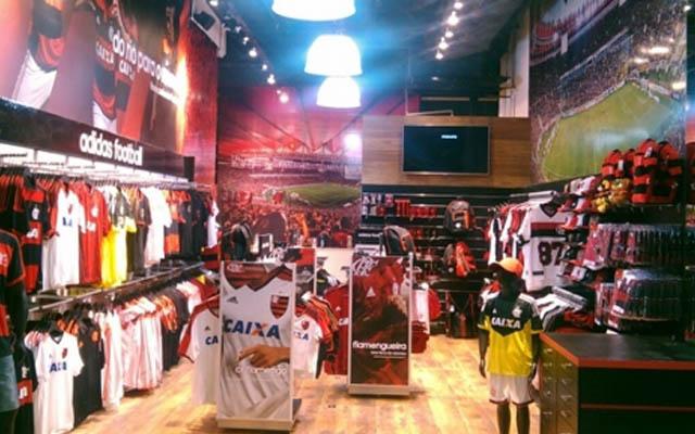 Funcionário de aeroporto relata ato de racismo em frente loja do Flamengo #geledes #racismo  https://t.co/z906ffPedk
