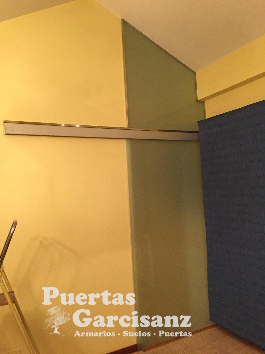Montaje de puerta corredera simple panel japones ikea for Convertir puerta normal en corredera