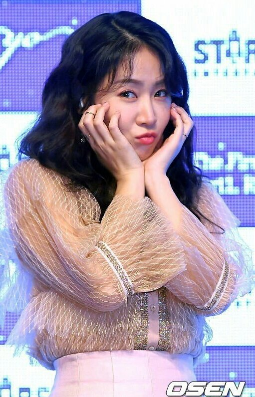 aw is this soyou's signature pose for he...
