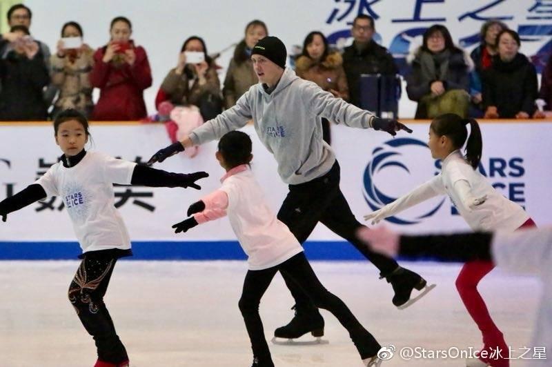 Ледовые шоу-4 - Страница 44 DQ7XEhAV4AASOpH