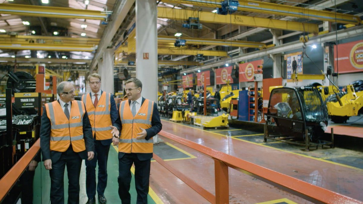 Video: How Barclays help JCB innovate &amp; grow:  https:// zenoot.com/articles/video -how-barclays-help-jcb-innovate-grow/ &nbsp; …  #GBmfg #UKmfg #Manufacturing #Innovation #Growth<br>http://pic.twitter.com/Iy9SKyFdGo
