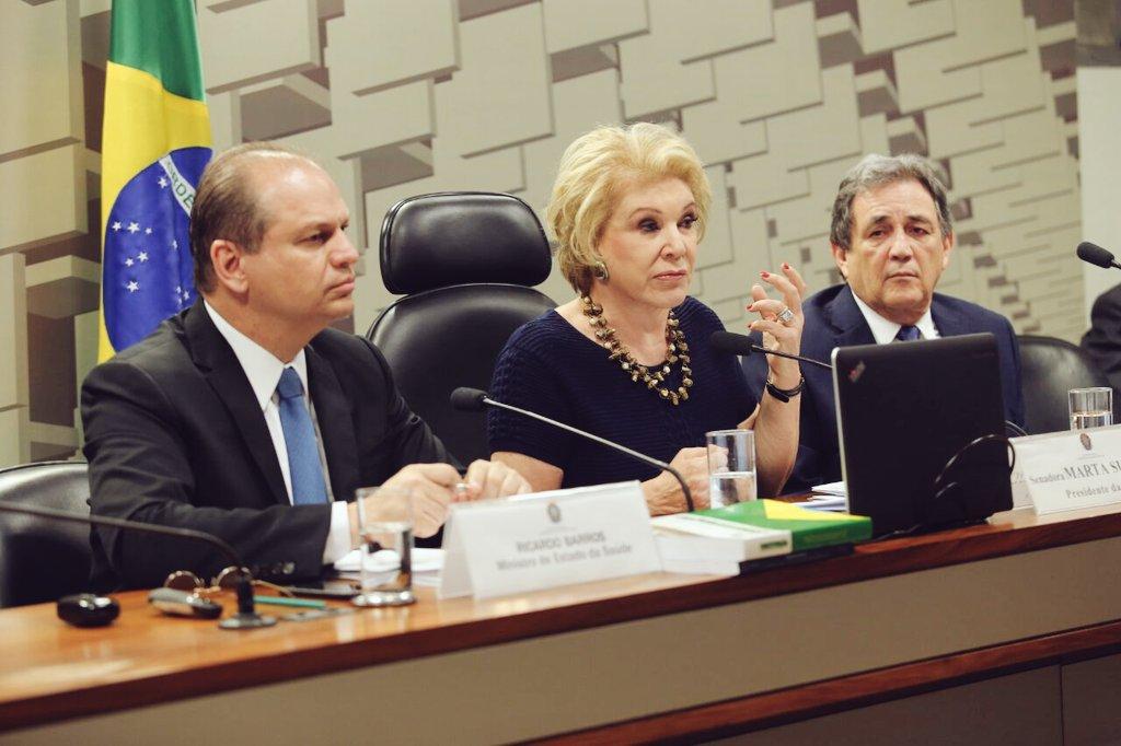 A senadora Marta Suplicy encerra a audiência pública sobre o panorama atual do tratamento de Doenças raras, que aconteceu no Senado e contou com a presença do ministro @RicardoBarrosPP. #DoençasRaras