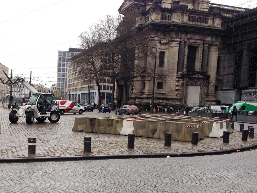 Bruxelles: vaste dispositif de sécurité en place en vue du procès de Salah Abdeslam  https://t.co/8S5Ty2Uuzq