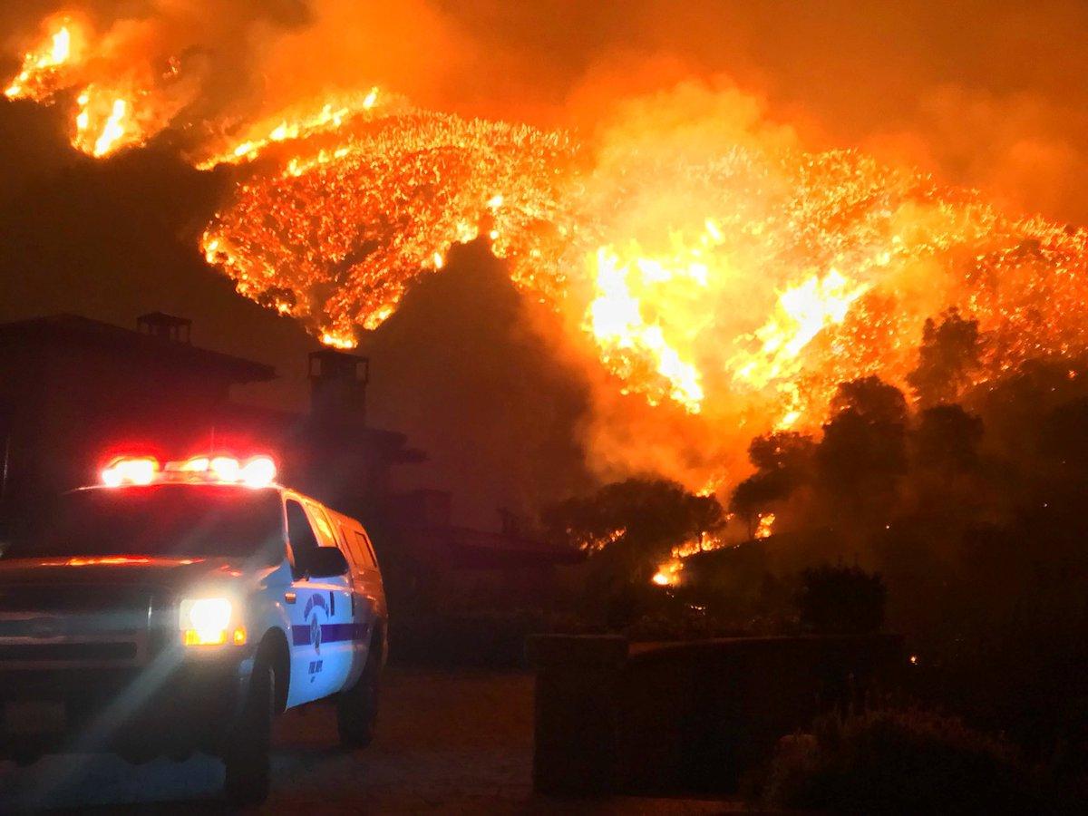 Ventos e clima seco atrapalham esforços para conter incêndio florestal na Califórnia https://t.co/2sA0vZz0VM