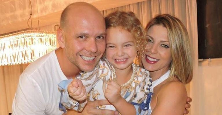 Filha de Sheila Mello e Fernando Scherer ganha boneca de ouro em viagem para Dubai -> https://t.co/pmOXv2Kisi