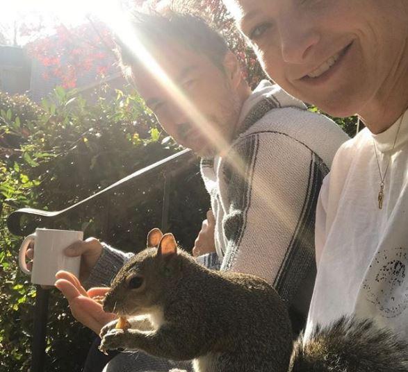 >@Emais_Estadao Após ser cuidado por família, esquilo passa a fazer visitas frequentes https://t.co/taL3fNWgA4