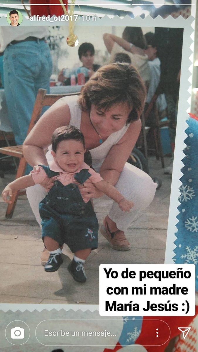 Alfred ha colgado en IG esta bonita foto con su madre. ¡Qué mono! ❤  #OTDirecto13D #Alfred https://t.co/hmr4OMazUW