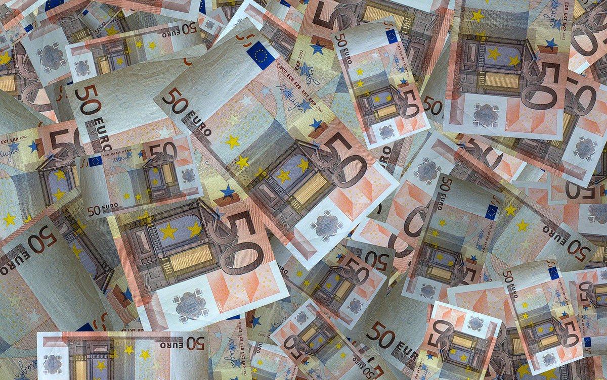 Sem-teto rouba 300 mil euros em aeroporto internacional de Paris https://t.co/Y4JfQ194P9