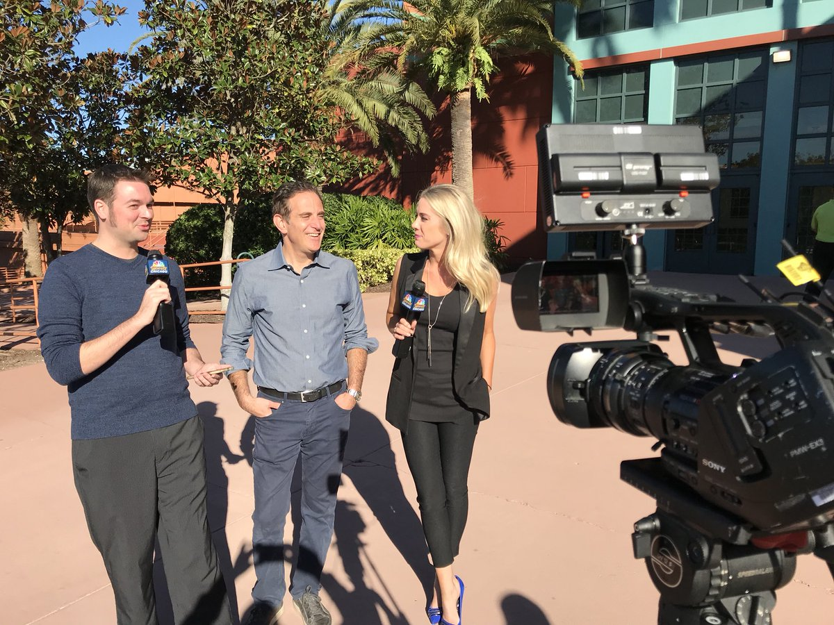 #WinterMeetings Day 3 is looking very sunny ☀️ in Orlando.   @ChuckGarfien @Kelly_Crull &  are@VinnieDuber taking your  and#Cubs  que#WhiteSoxstions NOW on Facebook Live at https://t.co/5KmZa80UsA