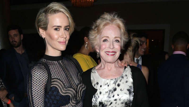 Let Sarah Paulson and Holland Taylor's love warm your heart on this cold day https://t.co/WvXgLUpQPi